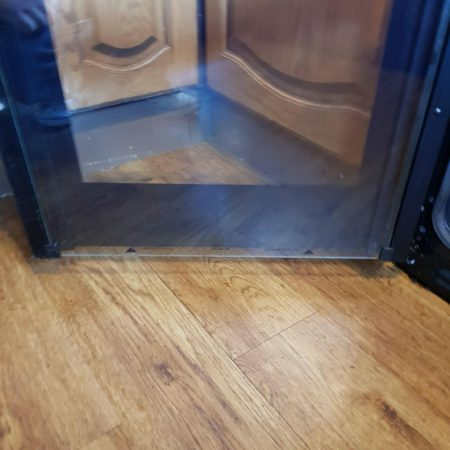 Same oven door after the treatment with R&R Solid Cleaning